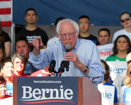 Richmond, CA - Feb 17, 2020: Presidential candidate Bernie Sanders speaking at a rally in Richmond. Asking CA voters to make sure to vote, and for No Party Preference voters register democrat and vote Archivio Fotografico - 140920033