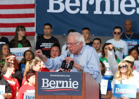 Richmond, CA - Feb 17, 2020: Presidential candidate Bernie Sanders speaking at a rally in Richmond. Asking CA voters to make sure to vote, and for No Party Preference voters register democrat and vote Archivio Fotografico - 140920030