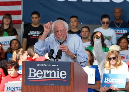 Richmond, CA - Feb 17, 2020: Presidential candidate Bernie Sanders speaking at a rally in Richmond. Asking CA voters to make sure to vote, and for No Party Preference voters register democrat and vote Archivio Fotografico - 140920031