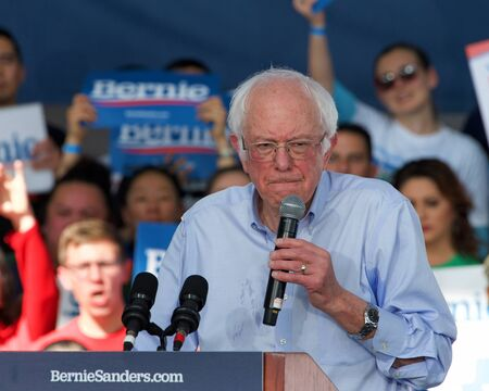 Richmond, CA - Feb 17, 2020: Presidential candidate Bernie Sanders speaking at a rally in Richmond. Asking CA voters to make sure to vote, and for No Party Preference voters register democrat and vote Archivio Fotografico - 140920036