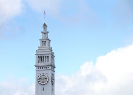 San Francisco Ferry Building clock tower with blue cloudy sky in background. Archivio Fotografico - 141074651