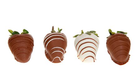 Row of giant strawberries dipped in white and milk chocolate, drizzled with contrasting white and milk chocolate. Isolated on white Archivio Fotografico - 141148527