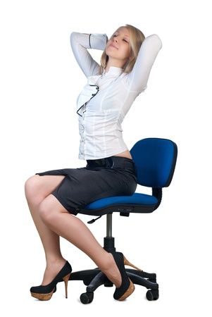 mani incrociate: Attractive young caucasian businesswoman with hands crossed behind her head sitting in office chair. Isolated on white background. Archivio Fotografico
