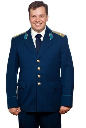 Hombre en uniforme de parada de las fuerzas militares rusas de aire.  Aislados sobre fondo blanco.