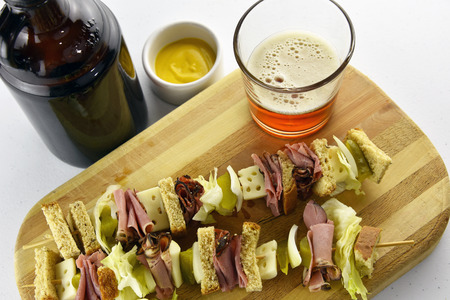 Craft Beer and Pastrami Sandwich Appetizer Stockfoto