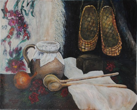 still life with bast shoes and wooden spoons Standard-Bild - 125431999
