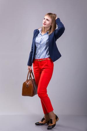 Moda Mirada Vistió De Mujer Rojos Los La Pantalones pqWSBPnZ