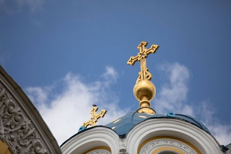 Golden domes with a cross of the Orthodox Church of Ukraine of blue sky. 스톡 콘텐츠