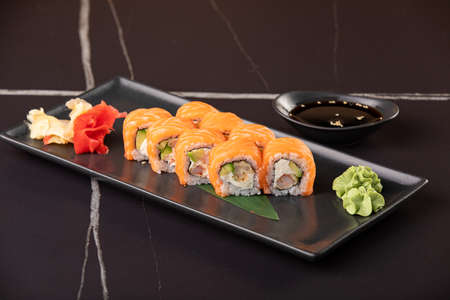 Sushi roll with salmon and shrimp tempura on black background 版權商用圖片