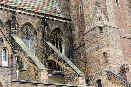 Exterior of a brick cathedral in the Gothic style. Towers, windows, stone decor, flying buttress,roof tile . St.Mary Magdalene Church. Wroclaw,Poland. Archivio Fotografico