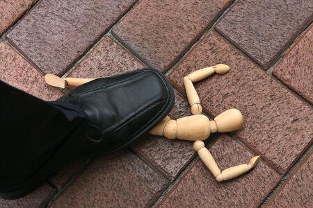 Chenilles mascotte symbolisant l'agression