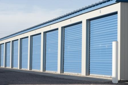 Opslag-eenheden in een self storage faciliteit Stockfoto