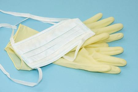 Masque et des gants pour la prévention de la transmission de la maladie. Banque d'images