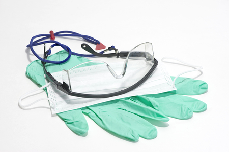 Gloves, mask and safety glasses for personal protection during medical procedures. Stockfoto