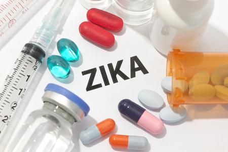 calentura: virus Zika concepto foto con jeringas y medicamentos.