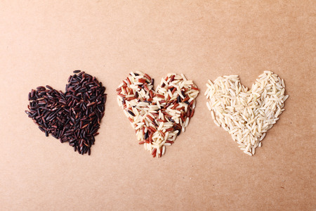 long grain ricebrown rice keep healthy concept brown background Reklamní fotografie - 41157132