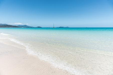 White silica sand beach with turquoise water of Whitehaven Beach, Whitsundays, Australia Stock Photo