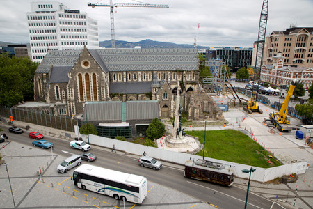 Christchurch, New Zealand - December 16 2018: Cranes arrive and restoration work begins on the Christchurch Cathedral 写真素材 - 114570350