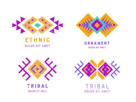 Colorido conjunto de logotipos geométricos ornamentales de estilo azteca. Diseño adornado indio. Plantillas decorativas tribales. Ornamentación étnica de colores naranja violeta. Grungy textura hipster chic lamentable. Vector EPS 10