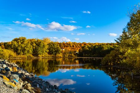autumn landscape with blue sky and a small lake Фото со стока - 132236667