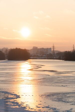 sunset over a river covered in ice and snow 1 Фото со стока - 136863203