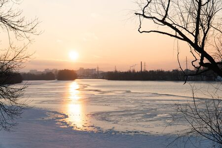 sunset over a river covered in ice and snow 1 Фото со стока - 136863281