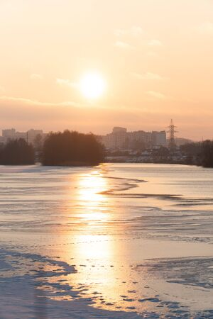 sunset over a river covered in ice and snow 1 Фото со стока - 136864848