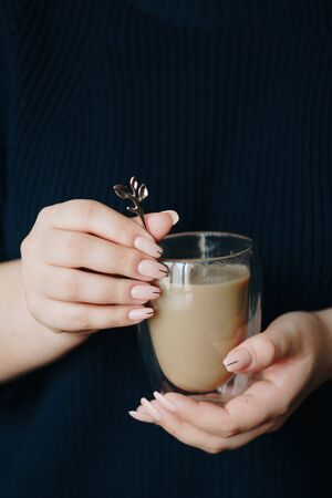 girl with a cup of hot coffee in her hands Banque d'images - 138294565
