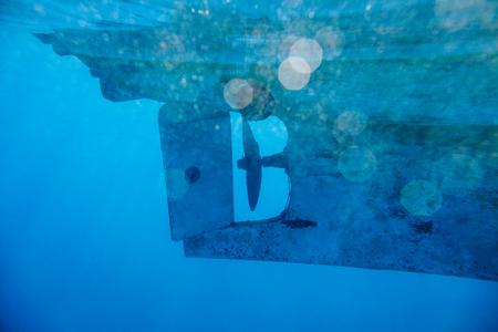 水中ヨット海背景ボケと泡 写真素材