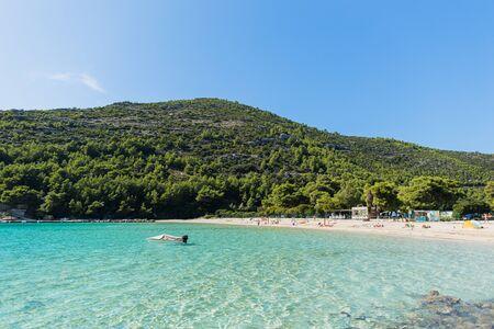 plage lagon de la mer turquoise