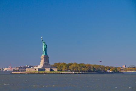 liberty island: Statua della Libert� che tiene la torcia, in piedi su Liberty Island