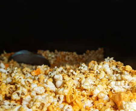 close up view of heaped yellow isolated cheese pop corn Foto de archivo