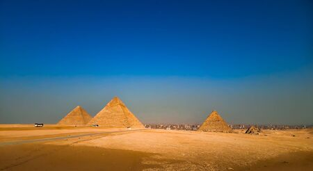 the pyramids of khufu khafre menkaure in Giza, a panoramic view in egypt Banco de Imagens
