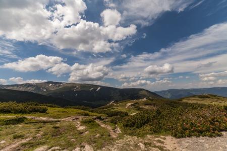 panorama view: vista panoramica sulle montagne e scogliere, Ucraina Archivio Fotografico