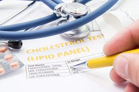 General practitioner checks cholesterol levels in patient test results on blood lipids. Statin pills, stethoscope, cholesterol test and hand of doctor, pointing to increasing its level in concept Banco de Imagens - 85583741