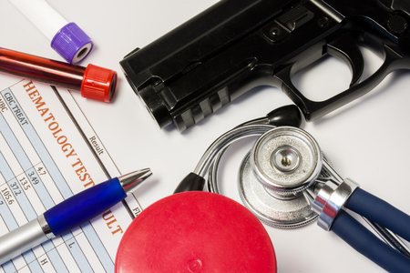Certificado médico o autorización o conclusión del médico sobre el porte de armas o permiso de armas.