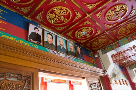favorable: The leaders of China  Former Chinese leaderPhotos of ancestors  Installed on high  To worship and to be favorable to people    Editorial