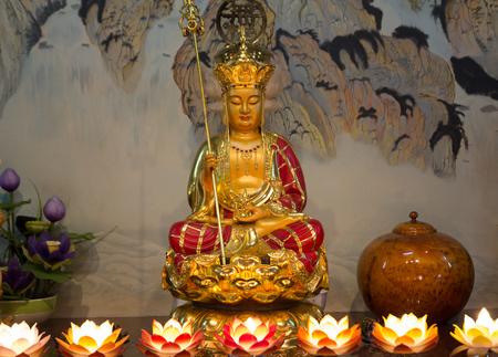 sacrificio: Buda en el santuario de las personas chinas a sacrificarse por la gloria