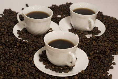 Una rica taza de caf� caliente, con fresco de grano tostado  Foto de archivo - 7908743