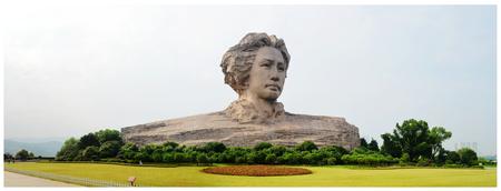 ze: Statue of Mao Zedong Editorial