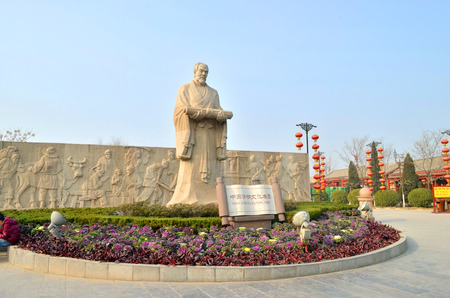 riverside: Kaifeng qingming Riverside Park Editorial