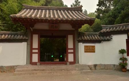 Luoyang white garden Редакционное