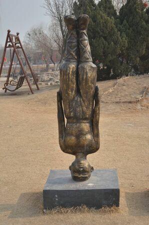 pendulum: Kaifeng Iron Tower Park Editorial