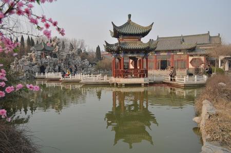 song dynasty: Kaifeng sky wave Yang Mansion Editorial