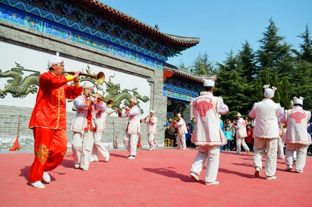 Live optreden in Kaifeng park, Henan Redactioneel