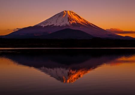Mt.Fuji in the red sky 免版税图像