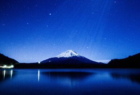 Mt Fuji bathed in the moonlight 免版税图像