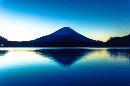 Brightness of sunrise with Mt  Fuji and lake shoji-ko Stock Photo - 25676070
