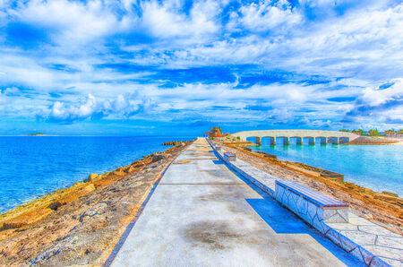 breakwater: Rompeolas con bancos
