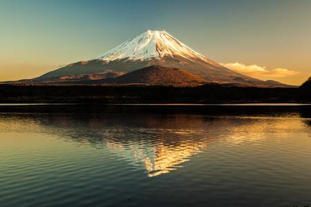 Mount Fuji and Lake Shojiko 免版税图像 - 27602162
